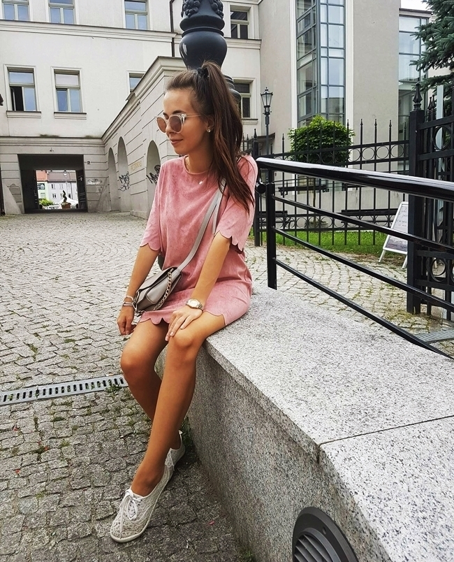 daily look: pudrowa sukienka