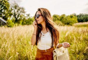 letnia stylizacja z zamszową spódniczką